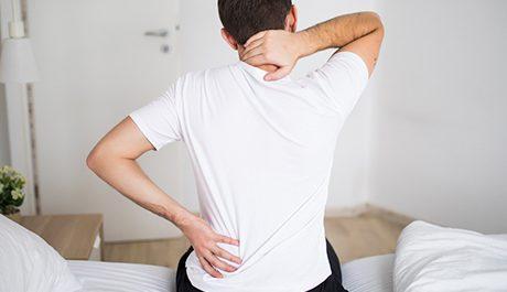 Volwassene met klachten in nek en rug